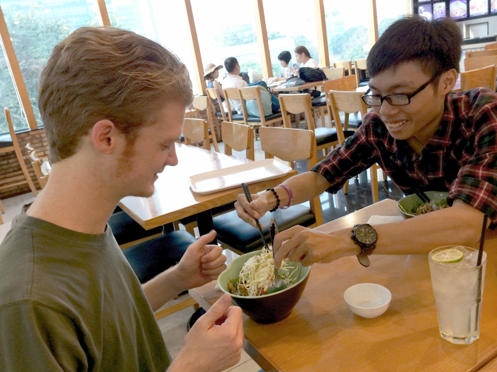 socialt samvær gode venner praktik i vietnam